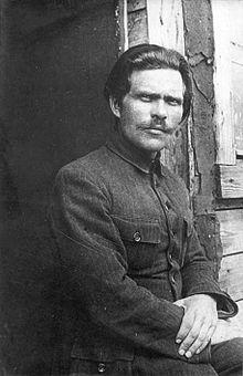 220px-1921._Нестор_Махно_в_лагере_для_перемещенных_лиц_в_Румынии
